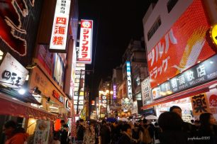 Osaka at night, so lively!